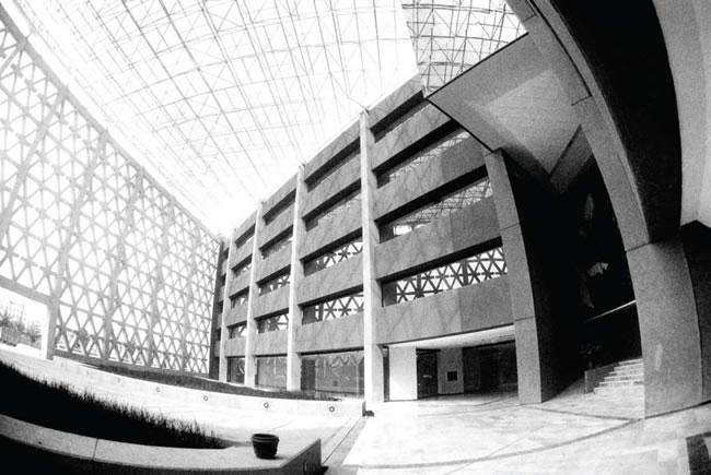 La Universidad Autónoma Metropolitana fue fundada en 1973 y su creación tuvo como base la propuesta presentada por la ANUIES.